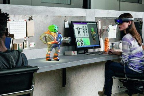 Microsoft HoloLens/ fot. Microsoft