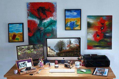 Idealne miejsce pracy z miejscem na drukarkę / fot. Ptra z Pixabay