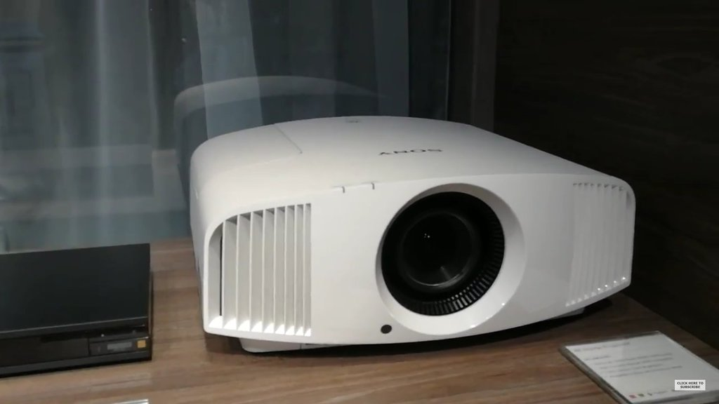 Sony VPL-VW260ES / fot. YouTube