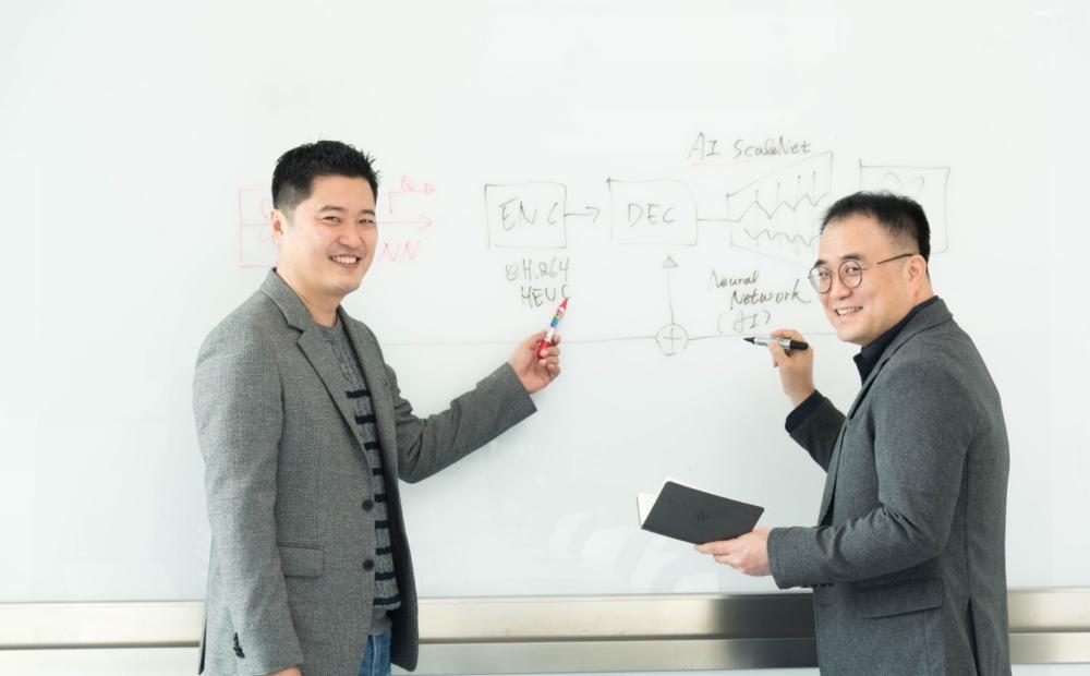 Zespół ds. technologii wizualnych Samsung Research (Youngo Park i Kwangpyo Choi) // Fot. Samsung.com
