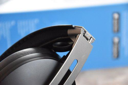 Sennheiser Momentum M3: zawias zewnętrzna strona / fot. techManiaK