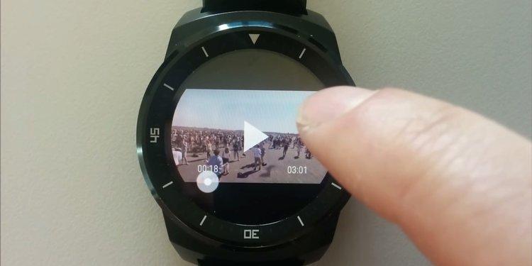 Od teraz możesz już oglądać ulubione filmy z Youtube na swoim… zegarku - Android Wear Smartwatch youtube na zegarku