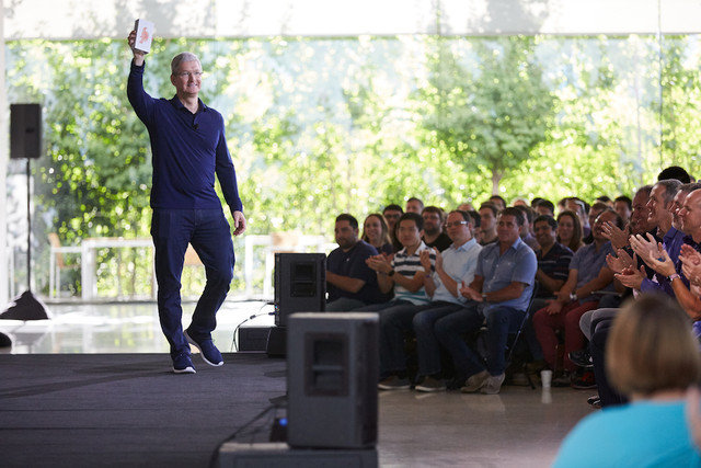 W dekadę do miliarda: Apple świętuje sukces iPhone'a -