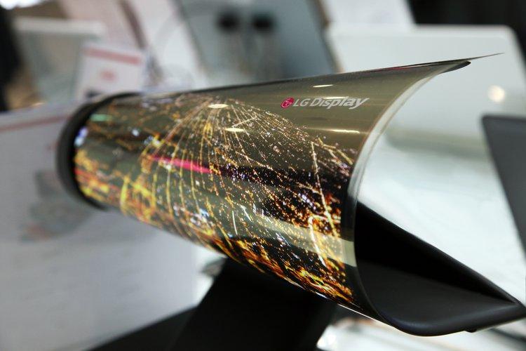 LG rozpoczyna produkcję elastycznych OLED-ów -