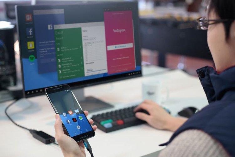 Ten system pozwoli Ci zmienić smartfona w komputer -